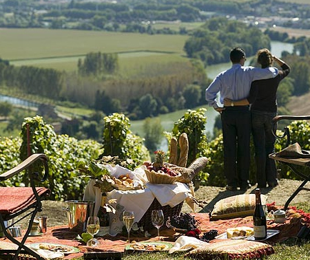 wine tourism in champagne Wine tourism, an invitation to discover champagne region and champagne wines : through cellar visits and tastings, champagne wine trails and geocaching in champagne, come discover the region of the wine of kings wine tourism in champagne.